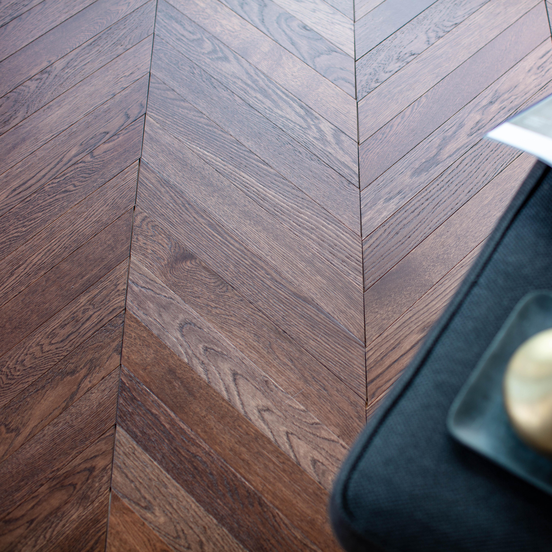 Trägolv Nordic Floor Ek 1-Stav Chevron Earth 45° Fiskben