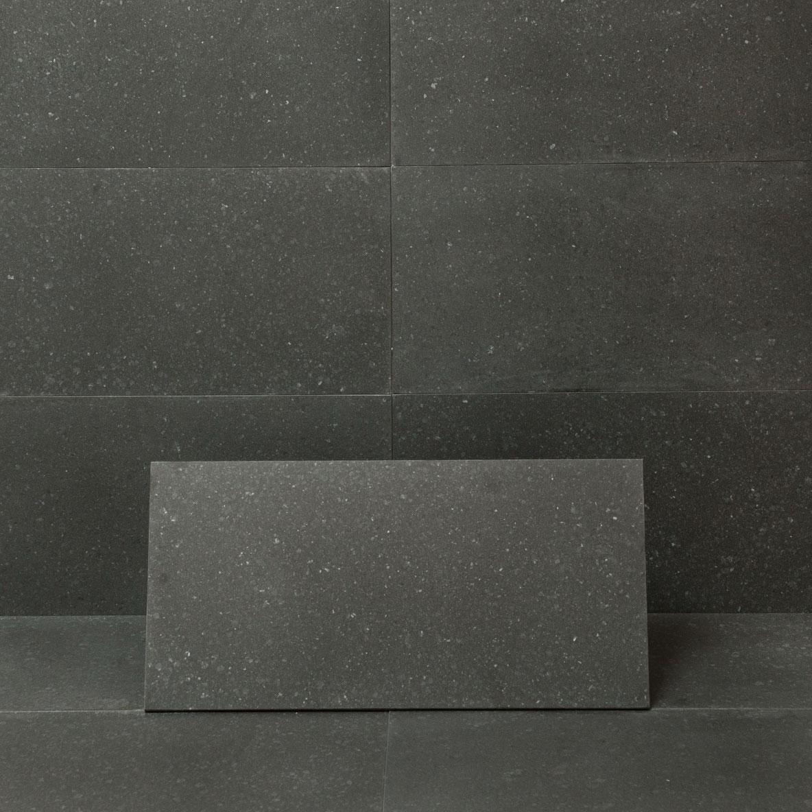 Granit Ibrastone Black Mattpolerad 31x61 cm